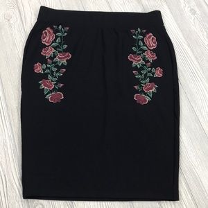 Torrid black embroidered pencil skirt - sz 2X